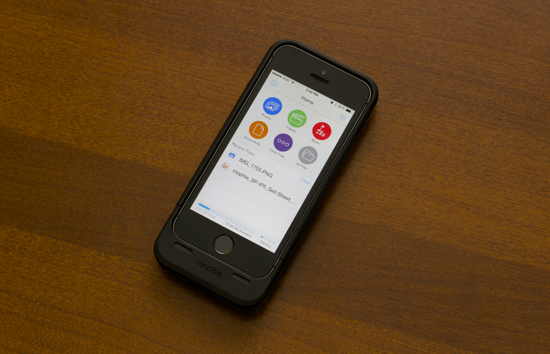 hot sales 0abc9 3e9f2 Review: Mophie's Space Pack doubles your iPhone's battery, storage ...