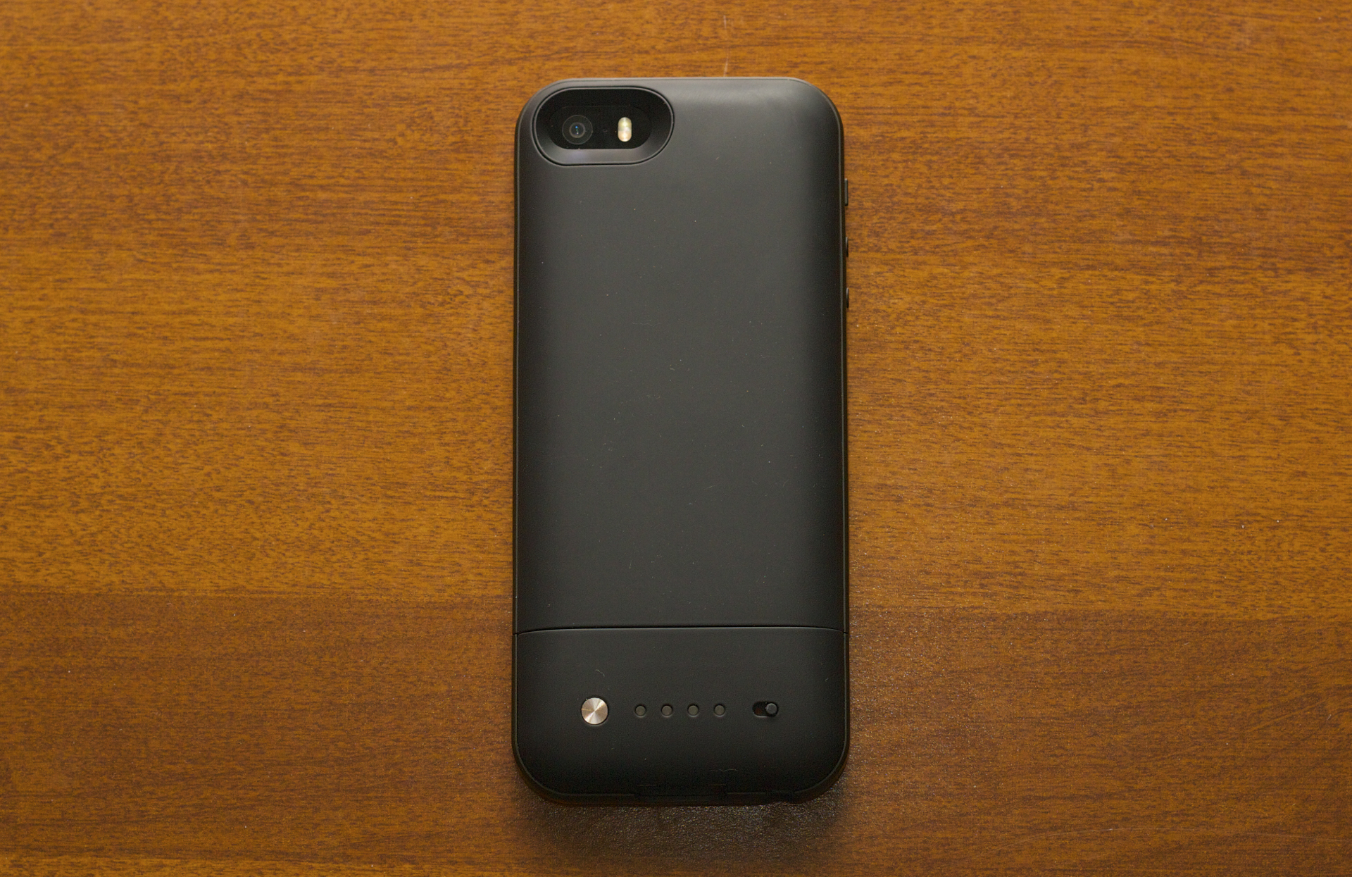 The top part of the case is all battery. At the bottom is a button you can press to check your charge and a switch to turn charging on and off.