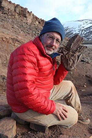 Shubin along with <em>Tiktaalik</em>, a fossil fish that made him famous.