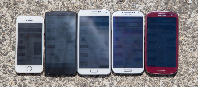 From left to right: the iPhone 5s, Nexus 5, Galaxy S5, S4, and S3 at their highest brightness on a sunny day. The GS5 can hit 500 nits in sunlight, which, compared to the sun's 1,600,000,000 nits, doesn't do much.