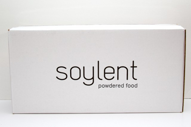 A single week of Soylent contains seven meal pouches and seven oil containers. Total weight is just about 10 lbs (4.5 kg).