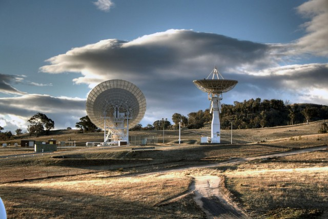 Wireless broadband can reach the moon, and maybe Mars