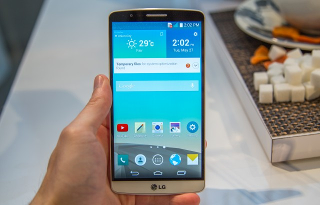The G3 and its 5.5-inch 2K IPS LCD.