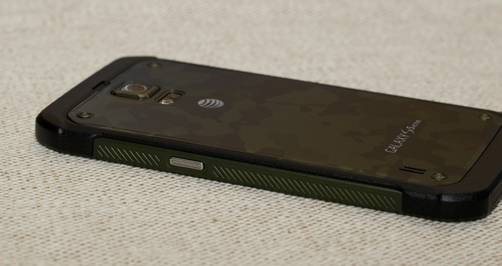 Small divots on the phone's side make it easier to grip.