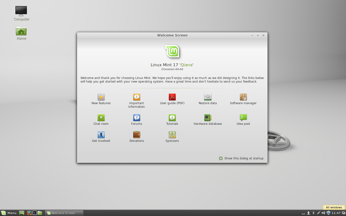 The stock Cinnamon 2.2 desktop in Linux Mint 17.