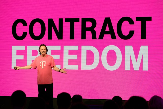 "US sues T-Mobile, says carrier made millions off ""bogus"" cramming fees"