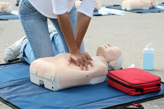 Learning CPR from YouTube: maybe not a great idea