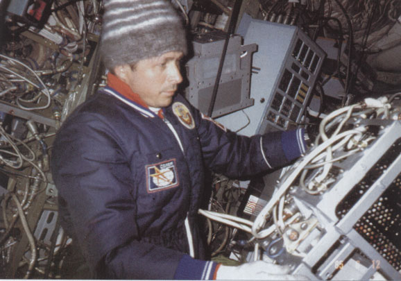 Dzhanibekov works in the cold to repair Salyut 7
