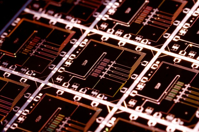 Google branches out from D-Wave in quantum computing initiative