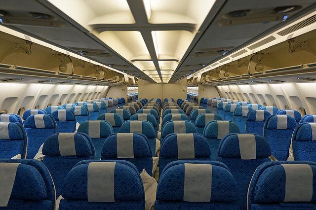 In-flight phone calls would make air travel dangerous, lawmakers say