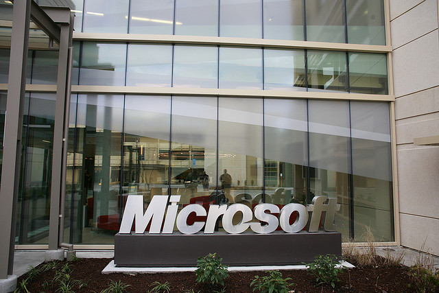 Judge mulls contempt charges in Microsoft's e-mail privacy fight with US
