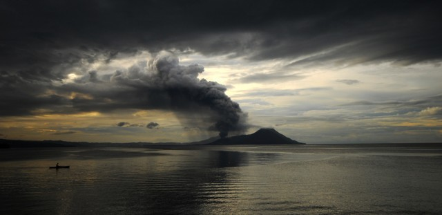 Tavurvur erupting in 2008.
