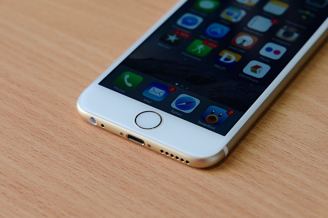 Sapphire surfaces like those used on TouchID were not used for the screen on the iPhone 6 and 6 Plus.