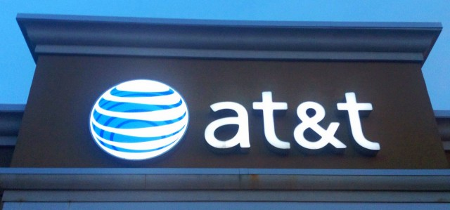 FCC Republicans try to protect AT&T and Verizon in net neutrality case