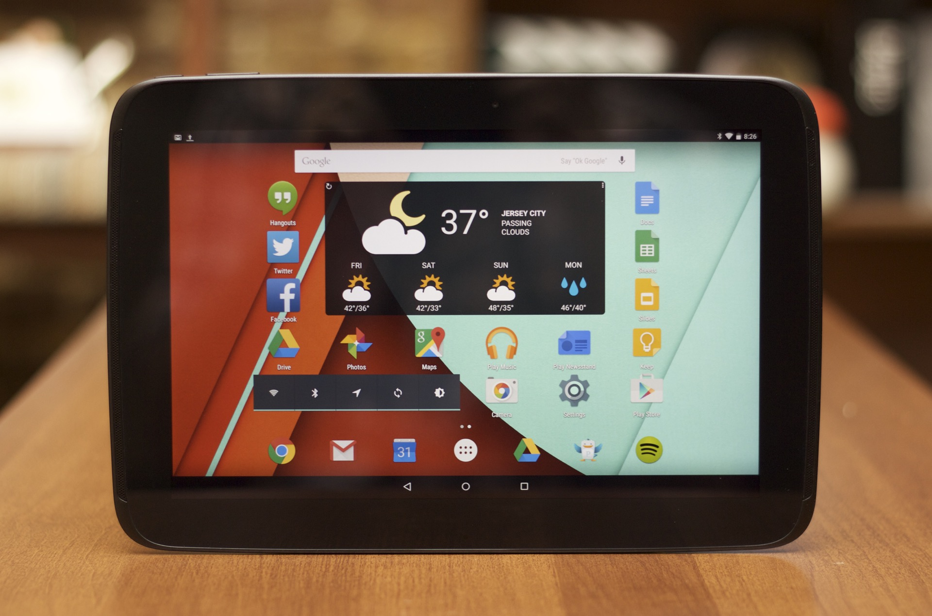 The Nexus 10 is still nice enough hardware, but Lollipop and Material Design don't do it any favors.