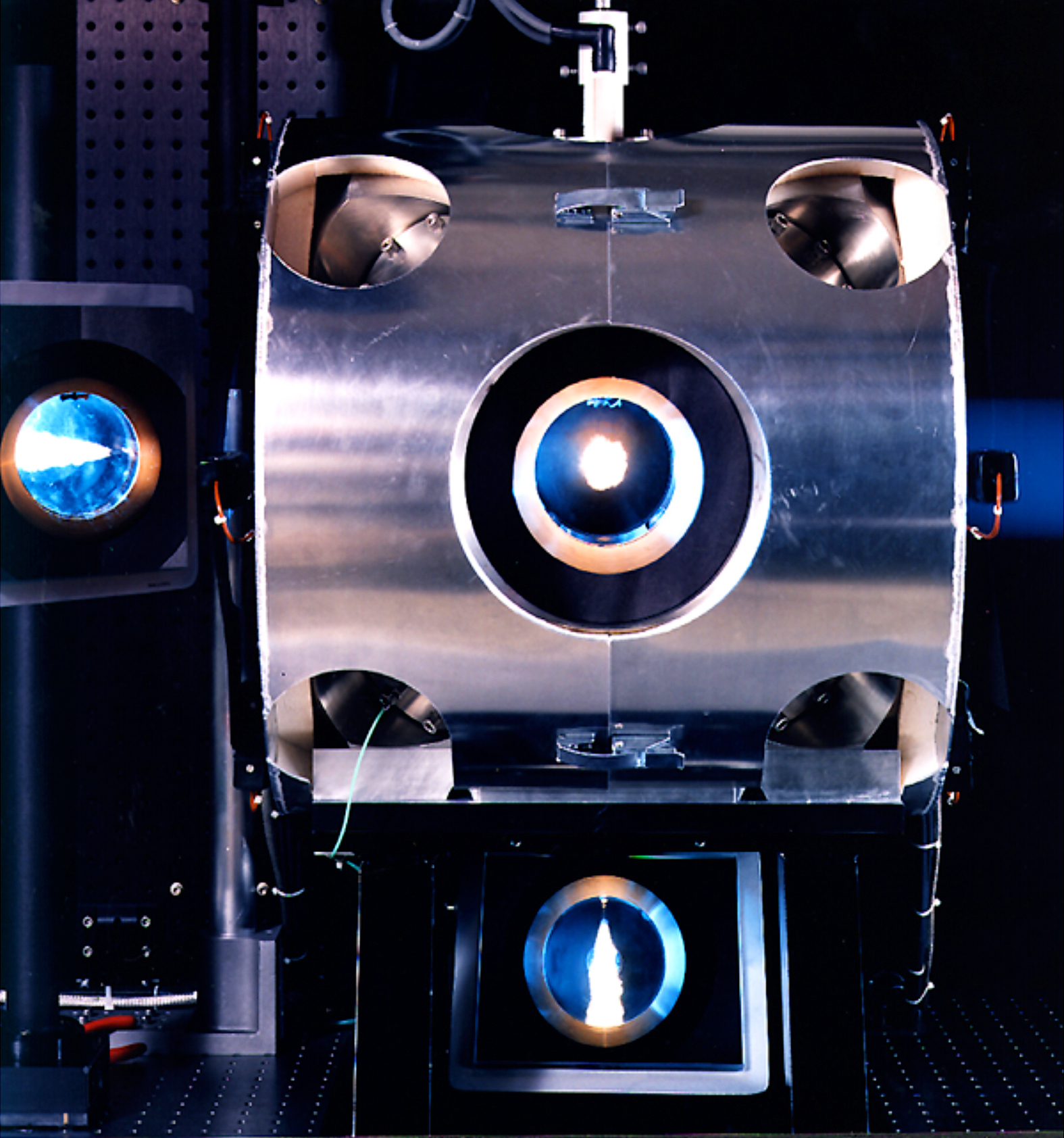 A combustion chamber with a sapphire window to let researchers peer in on the action.
