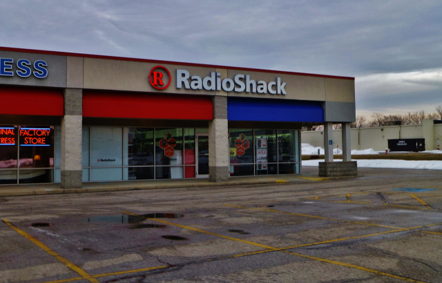 Report: RadioShack negotiating to close half its stores, sell rest to Sprint