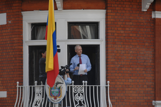 Swedish authorities to question Julian Assange at embassy