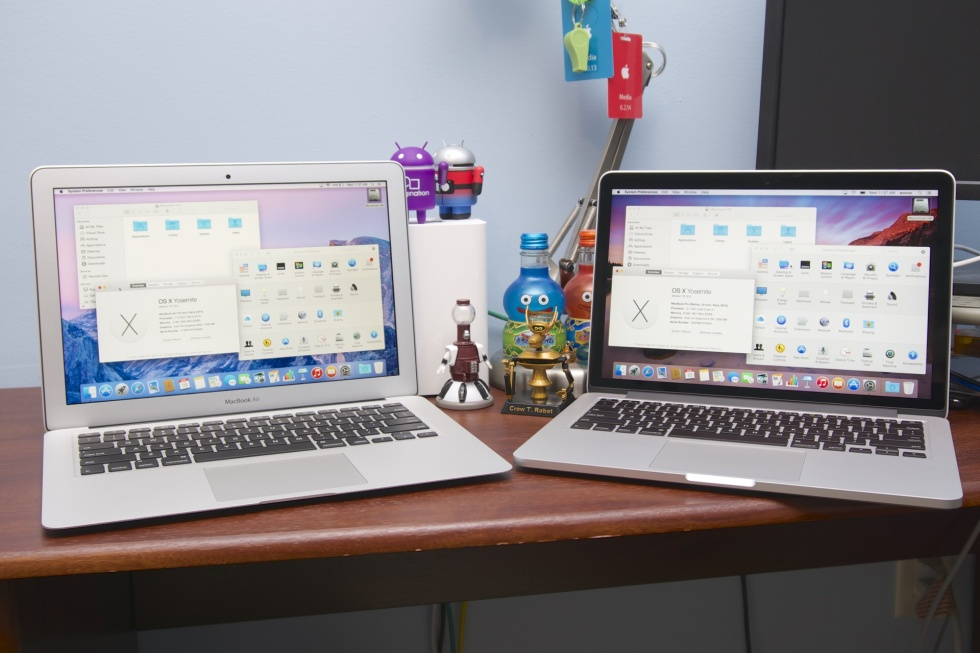 The 2015 MacBook Air (left) and Retina MacBook Pro (right) have become quite similar.