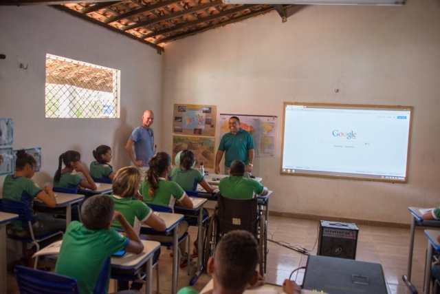 A rural Brazilian school, Linoca Gayoso, gets Internet access for the first time, courtesy of Project Loon.