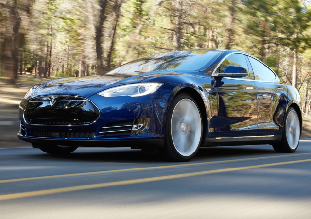 Tesla Motors bumps Model S battery to 70kWh minimum, goes AWD by default