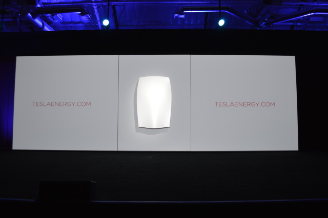 A first look at the consumer-facing Powerwall from Tesla.