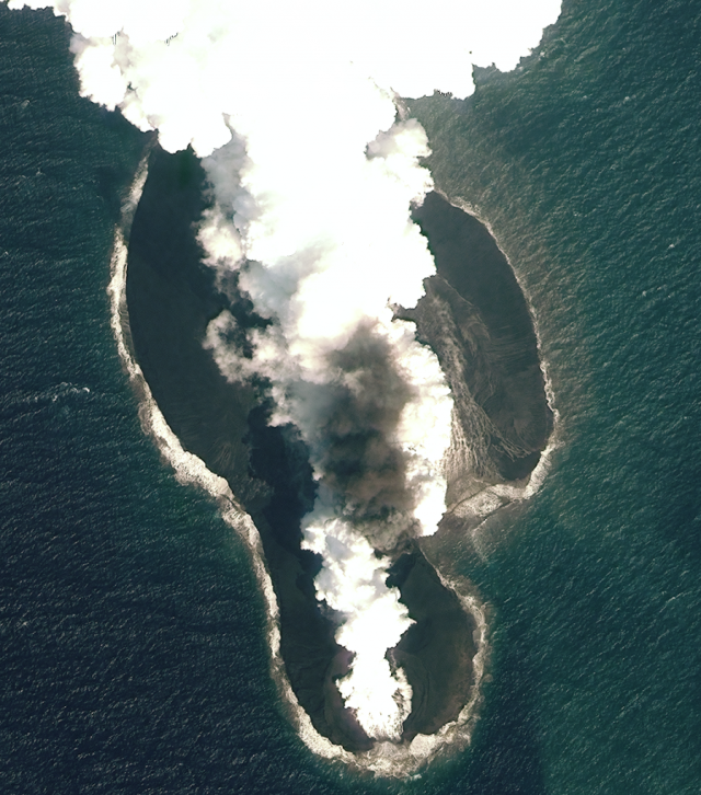 Watching two new islands form in the Red Sea