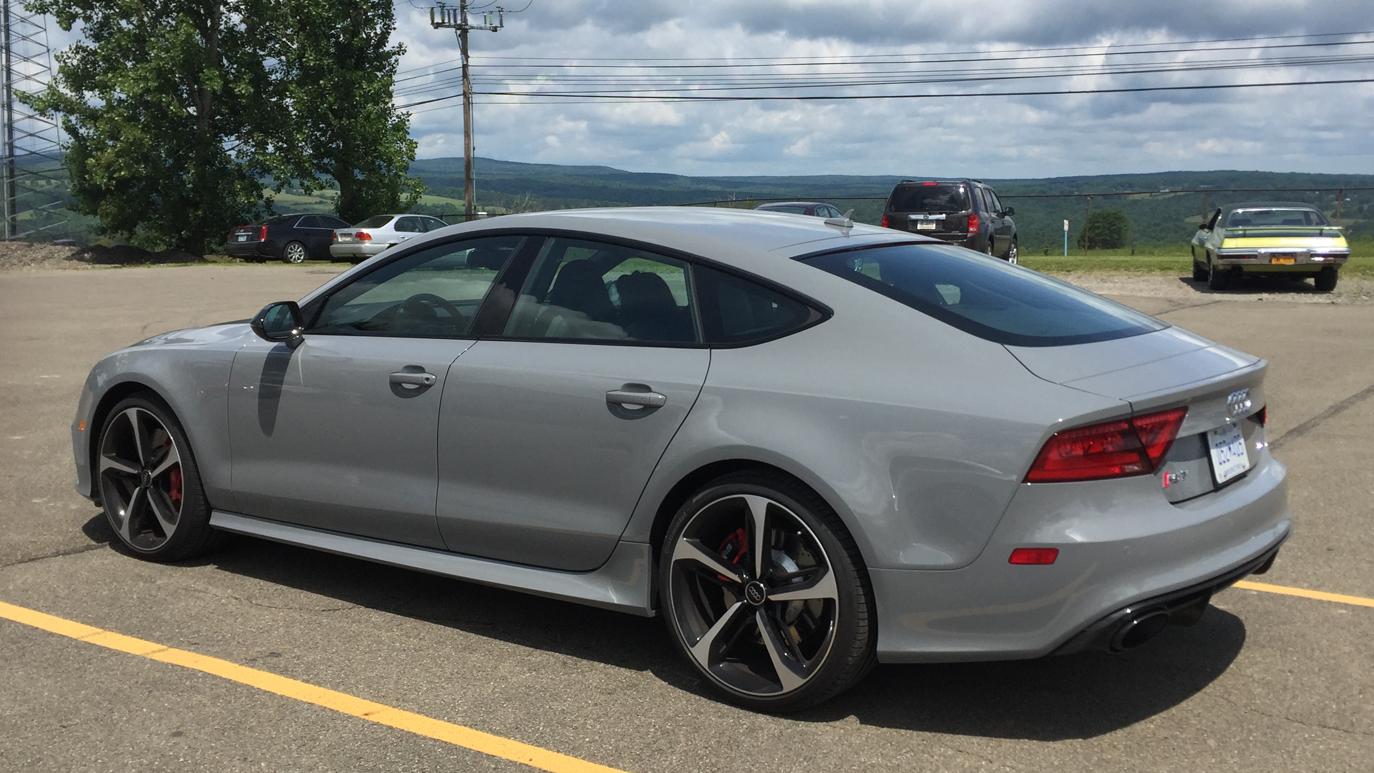 This Audi RS7 has ative suspension, called Dynamic Ride Control in Audi-speak. It made the five-hour drive rather effortless thanks to a good ride (OK, the mind-bending acceleration on tap from the 4L twin-turbo V8 helped a lot too).