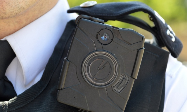 London will equip 20,000 police officers with body cams by next year