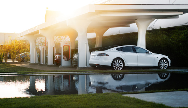 "Tesla might pull the plug on battery swap tech: ""Superchargers are fast enough"""