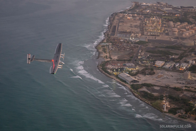 The huge aircraft approaches Honolulu.