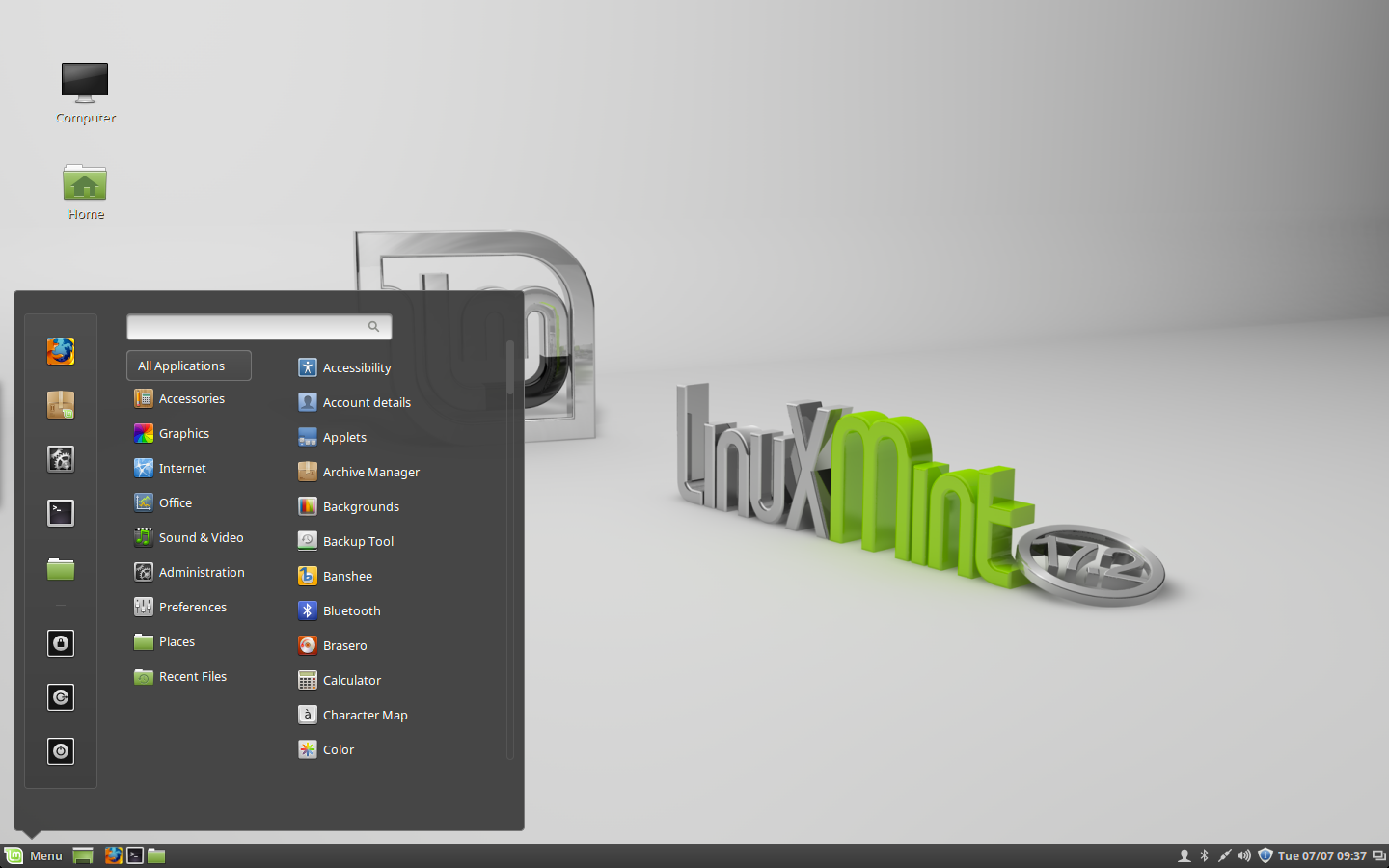 The default Cinnamon desktop in Linux Mint 17.2.