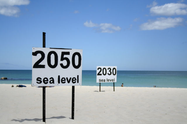 No, scientists aren't predicting 10ft higher sea level by 2050