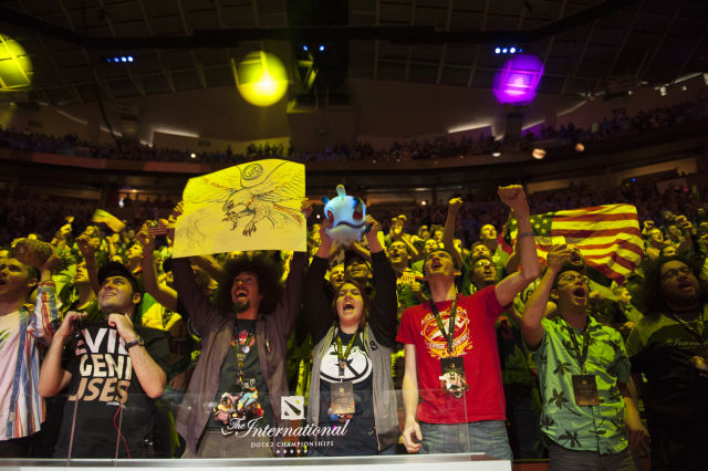 Fans cheer for Evil Geniuses at The International 5.