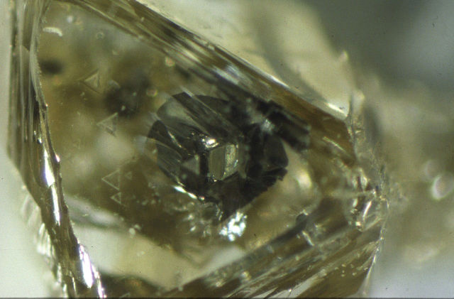 Water trapped inside diamonds gives us a peek at the Earth's mantle