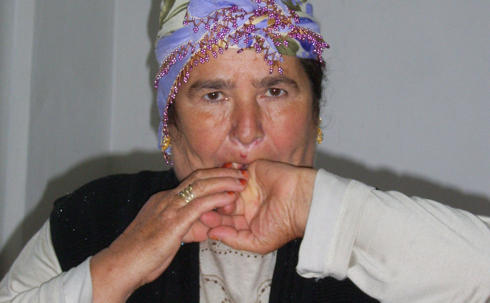 The curious case of whistled languages and their lack of left-brain dominance