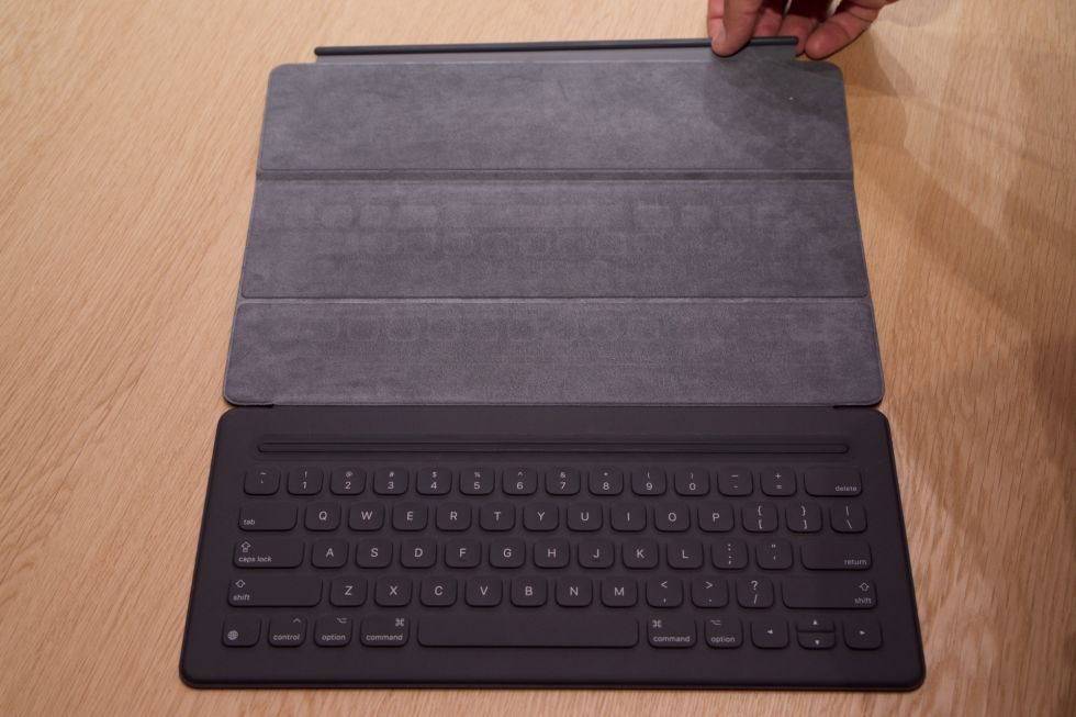 hands on with the ipad pro its keyboard and its pencil ars technica. Black Bedroom Furniture Sets. Home Design Ideas