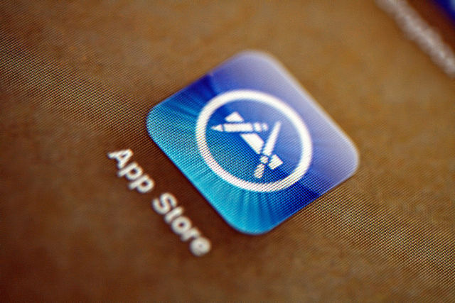 "Apple scrambles after 40 malicious ""XcodeGhost"" apps haunt App Store"