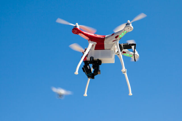 Drones must broadcast owner info over RFID or GSM, French committee rules