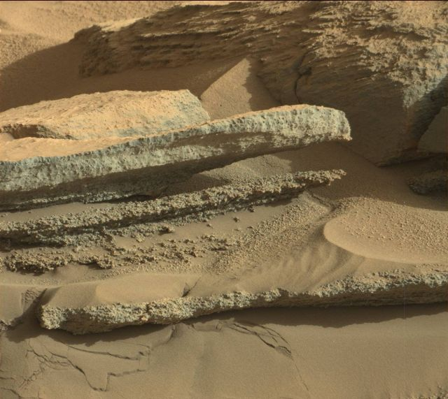 These sands look to have been laid down in a martian river delta over 3 billion years ago.