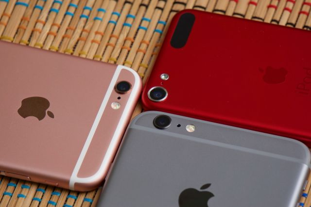 The iPhone 6S and 6S Plus and the sixth-generation iPod Touch were all introduced in Q4.