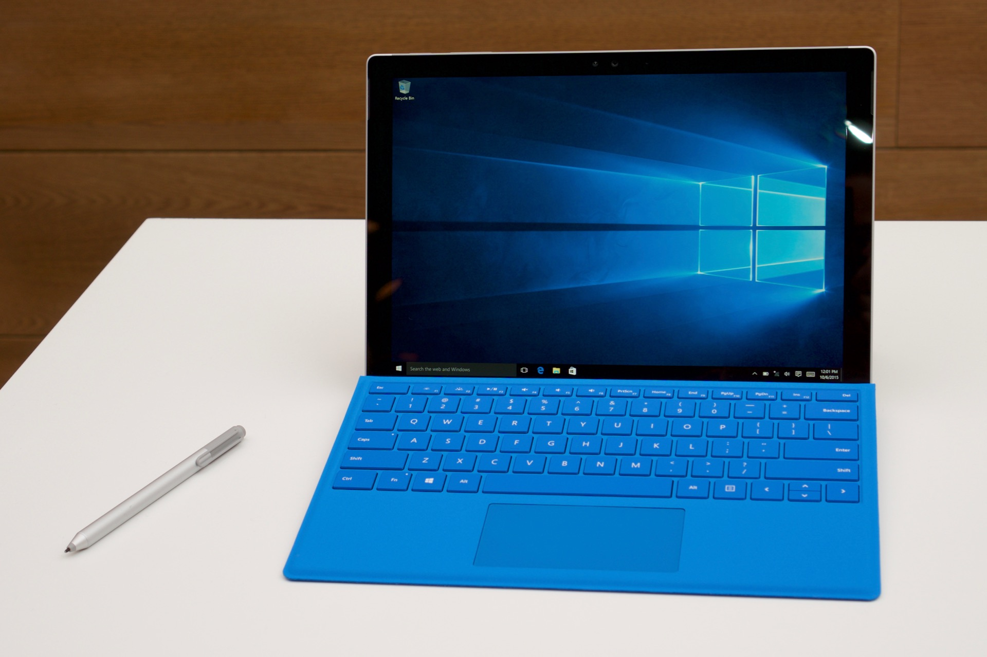 hands on the surface pro 4 is a design that s settled down technoexpress. Black Bedroom Furniture Sets. Home Design Ideas