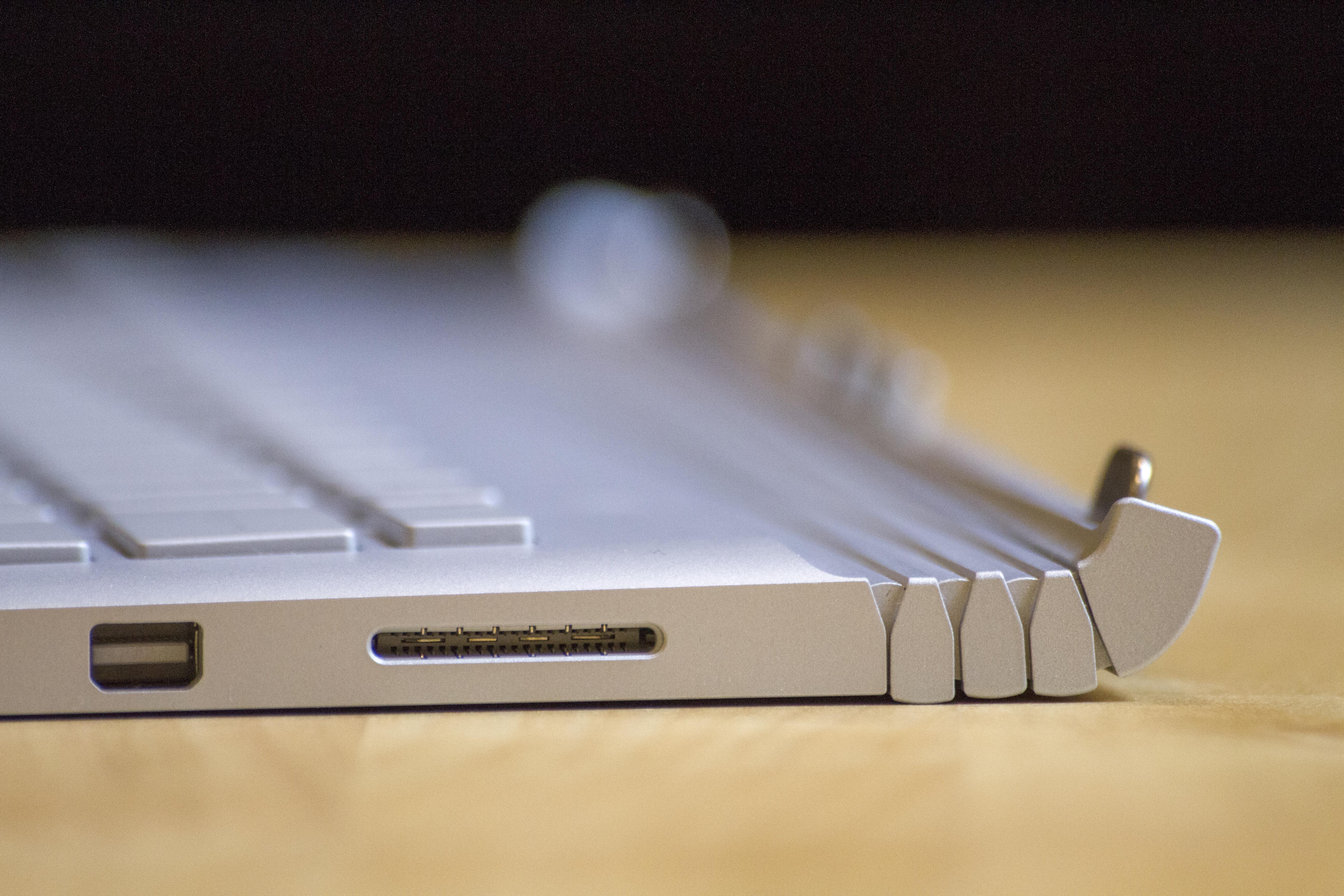 Mini-DisplayPort, power.
