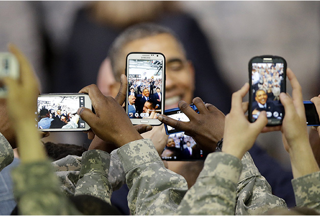Everyone blames someone else as classified military smartphones lack patches