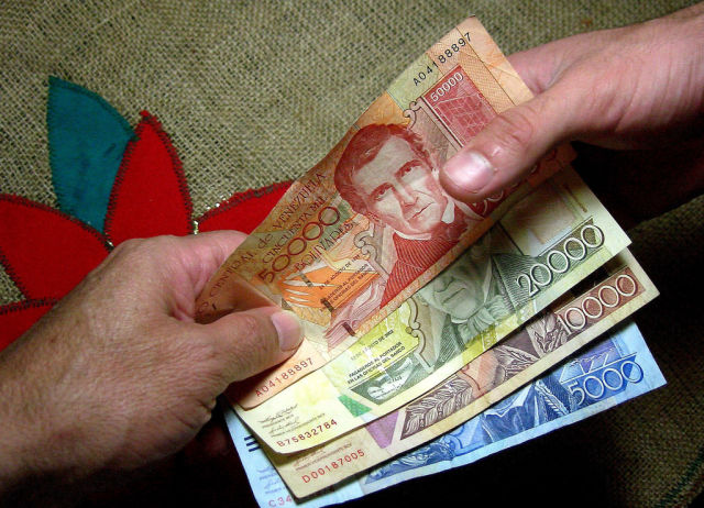 As Venezuelan economy collapses further, gov't targets US-based currency news site