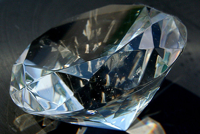 Diamonds can be used to date the origin of modern plate tectonics