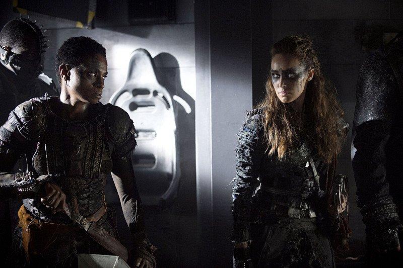 Adina Porter and Alycia Debnam-Carey as Indra and Lexa in <i>The 100</i>.