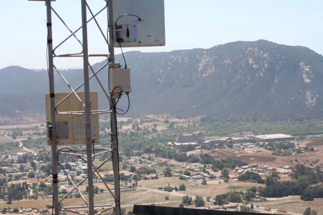 An access ­point tower constructed by Tribal Digital Village overlooks Pala, California.