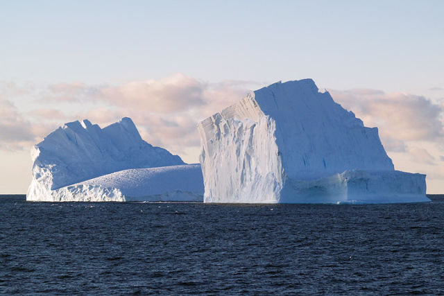 Giant icebergs help the Southern Ocean soak up carbon