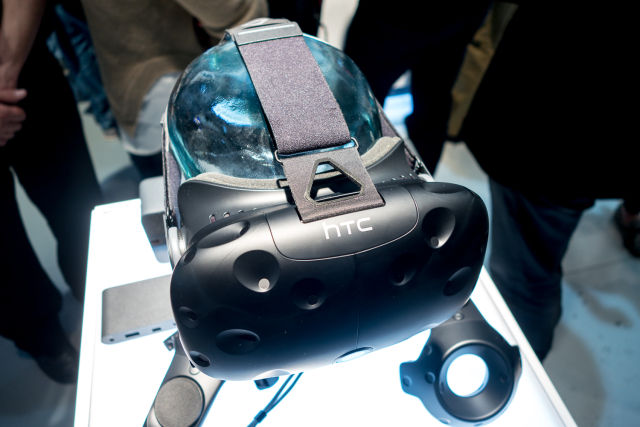 HTC Vive costs £746 in the UK; 15,000 units pre-ordered within 10 minutes [Updated]